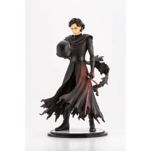 Star Wars: The Force Awakens Kylo Ren -Cloaked in Shadows- [ARTFX Artist Series]