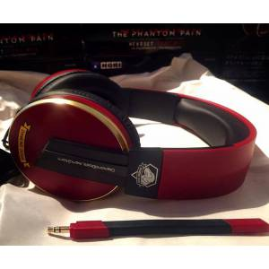 METAL GEAR SOLID V: THE PHANTOM PAIN Special HeadSet [PS4]